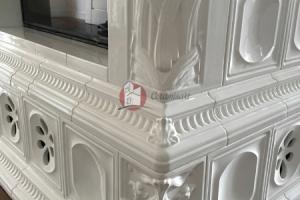 Kafle kominkowe w kolorze bieli dodają elegancji