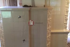 Ścianka łącząca kuchnię kaflową z piecem kaflowym