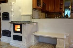 Kuchnia kaflowa zbudowana jest z kafli kominkowych w kolorze ekri należącymi do GRUPY 3