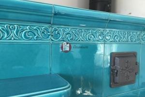 Kafle pokryte szkliwem transparentnym w kolorze lazurowym pochodzą z oferty kafli Grupy 3