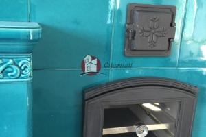 Żeliwny piekarnik z szybą i termometrem oraz drzwiczki wyczystkowe